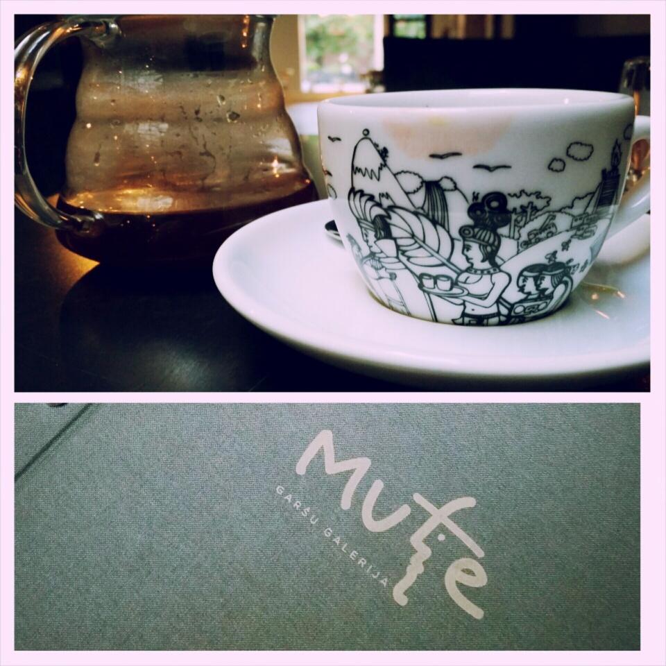 """Beidzot apmeklēju tik pretrunīgi vērtēto restorānu """"MUTE"""". Man ļoti patika, un es ar stingru pārliecību pievienojos fanu pulkam. Askētiska, stilīga vieta, kur nobaudīt tiešām gardus un ekoloģiski tīrus ēdienus, kā arī reti labu apkalpošanu. *** Finally I visited one very controversially evaluated restaurant in Riga called """"MUTE"""". I really loved it and I strongly join to the fans of this place. Ascetic, stylish place, where one can enjoy ecological and tasty foods accompanied with rarely lovely service."""
