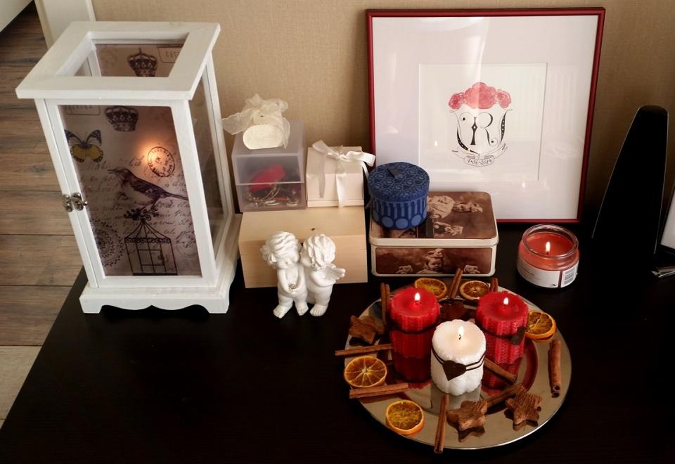 Man ļoti patīk sveces, tāpēc neviena rudens un ziemas diena mūsu mājās nepaiet bez aizdegtām svecēm. Kāpēc gan lai svētki būtu izņēmums? :) *** I really like candles and that's why no winter or autumn day goes without burning candles at our house. Why should special ocasions be any different? :)